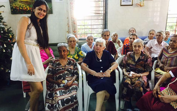 Art Therapy organized by Senior psychologist and CEO Jaini Savla in an old age home